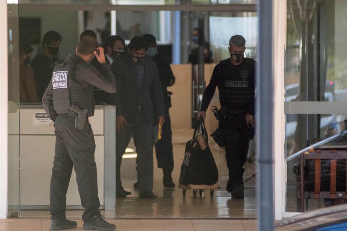 Justiça do Distrito Federal suspende compra de 100 mil testes de Covid-19 após operação do MP