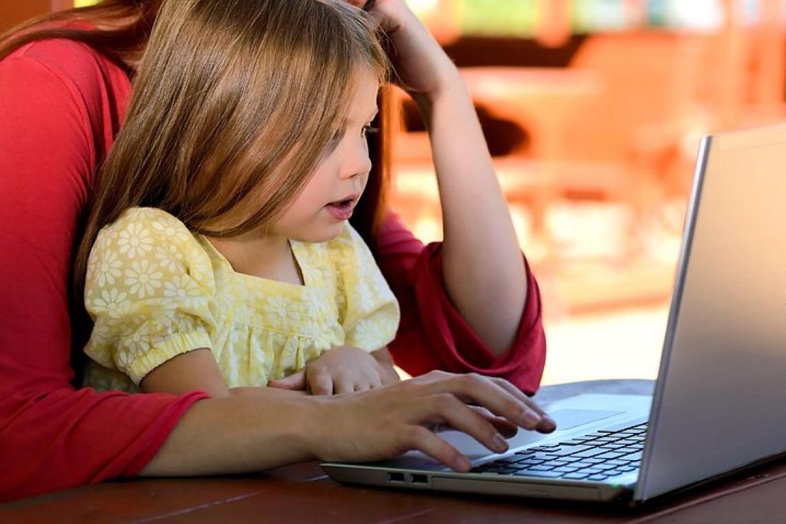 Quarentena aumenta tempo de exposição de crianças e adolescentes em frente às telas