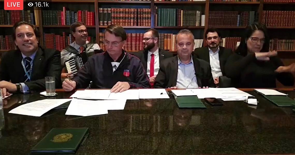 """Netos de Luiz Gonzaga manifestam """"nojo"""" por uso de música do avô na live de Bolsonaro"""