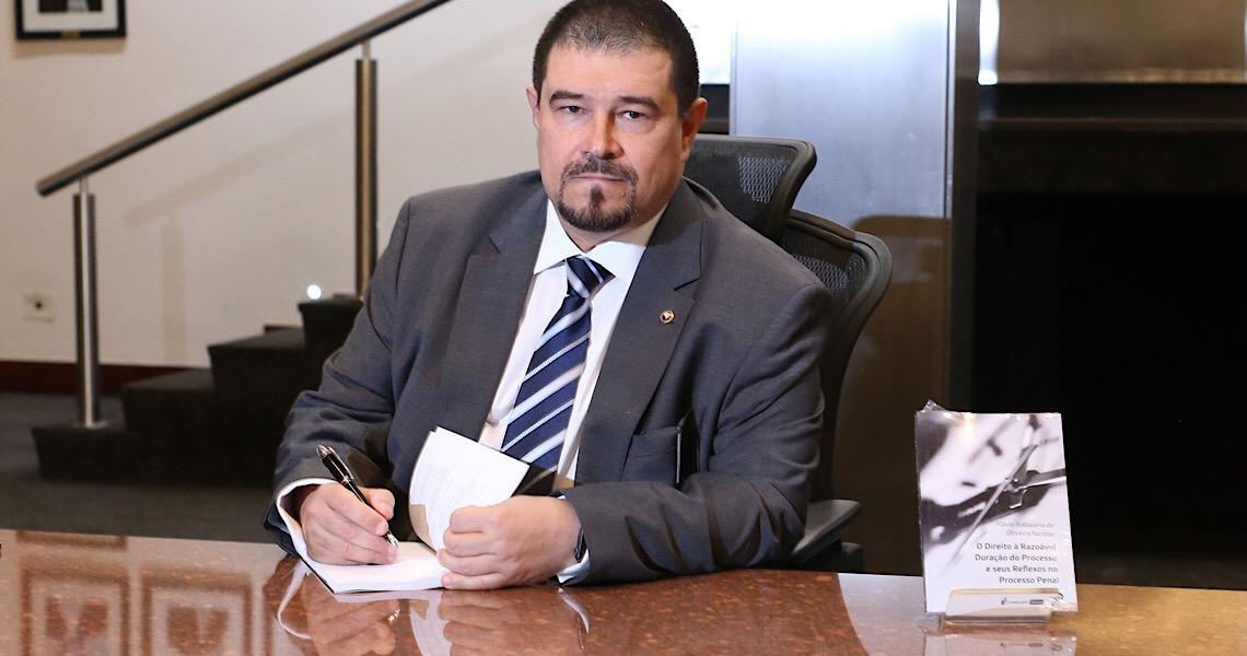 Flávio Itabaiana, um engenheiro no papel de 'juiz durão' do caso Queiroz