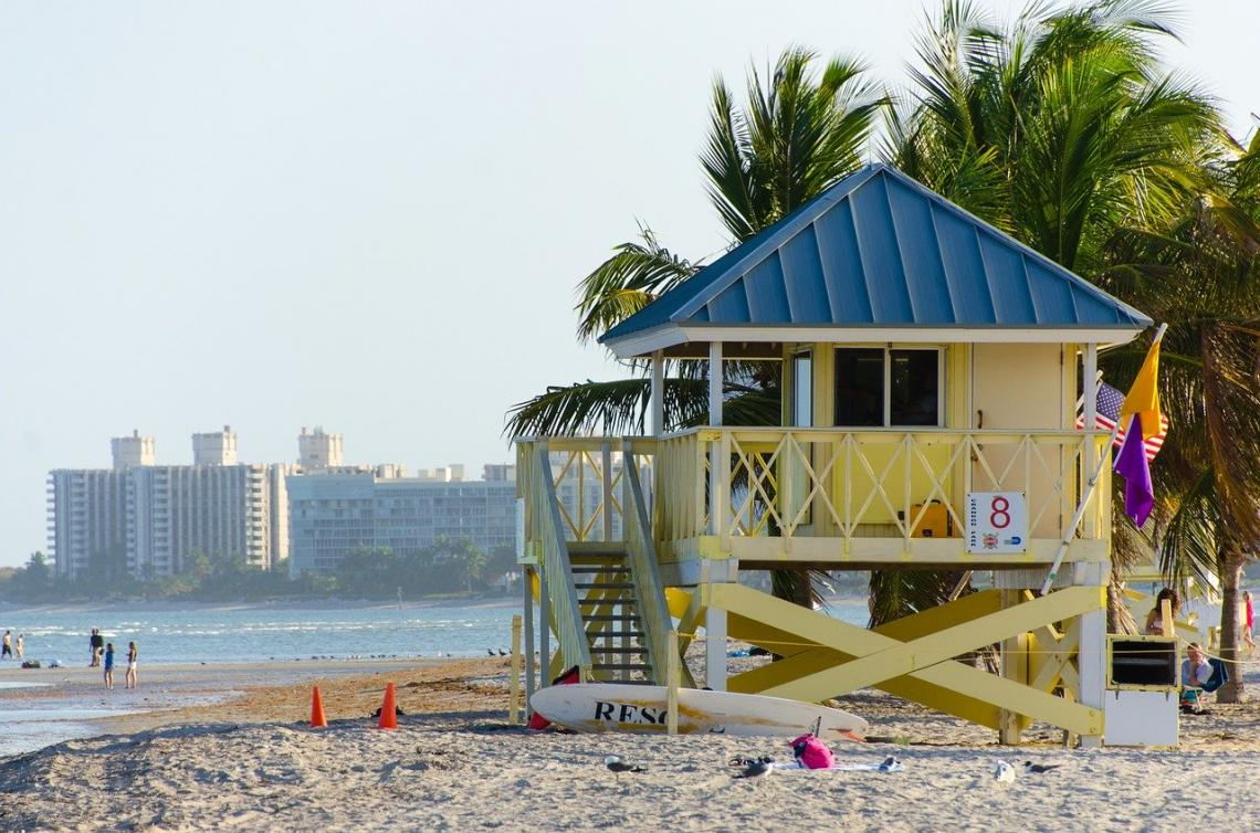 Miami está fechando restaurantes e academias novamente após a disparada de casos de coronavírus