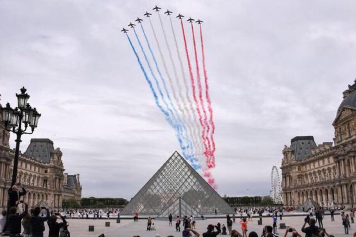 França celebra Dia da Bastilha com homenagem a profissionais de saúde