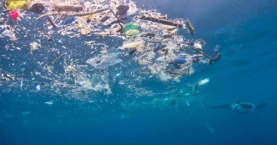 Microplásticos derivados de veículos estão inundando os oceanos