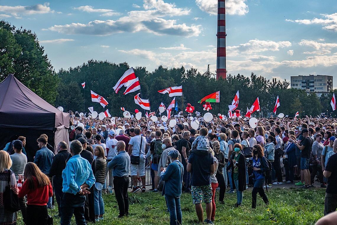 Bielorrussos largam o trabalho para acusar a polícia de tortura em protestos que tomam conta do país