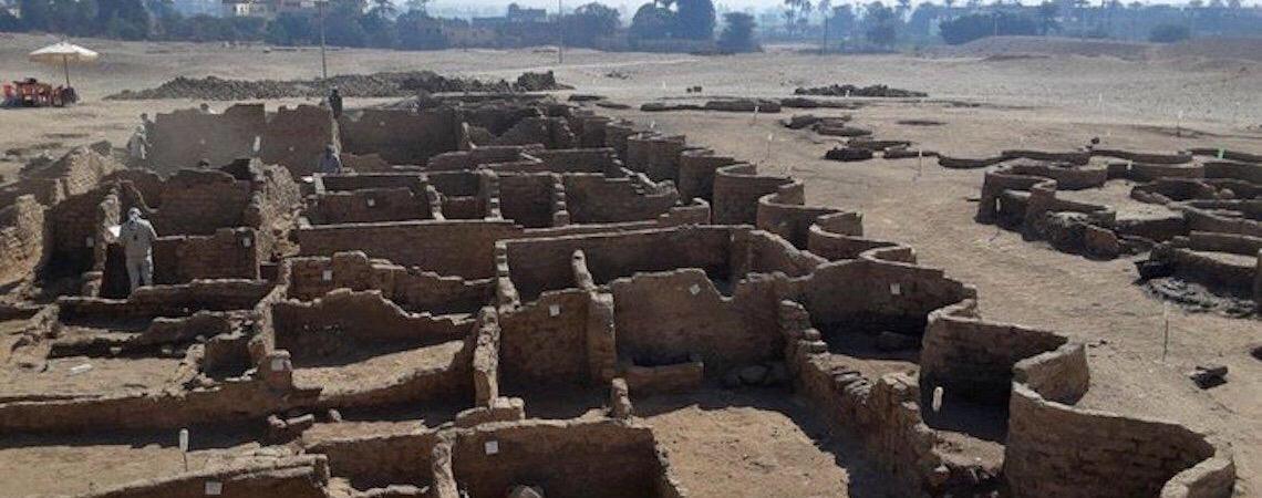 Missão arqueológica descobre a maior cidade da antiguidade egípcia