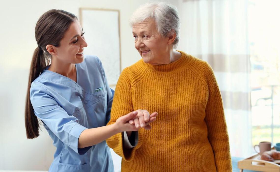 Seis dicas para facilitar a rotina de pessoas com a doença de Parkinson