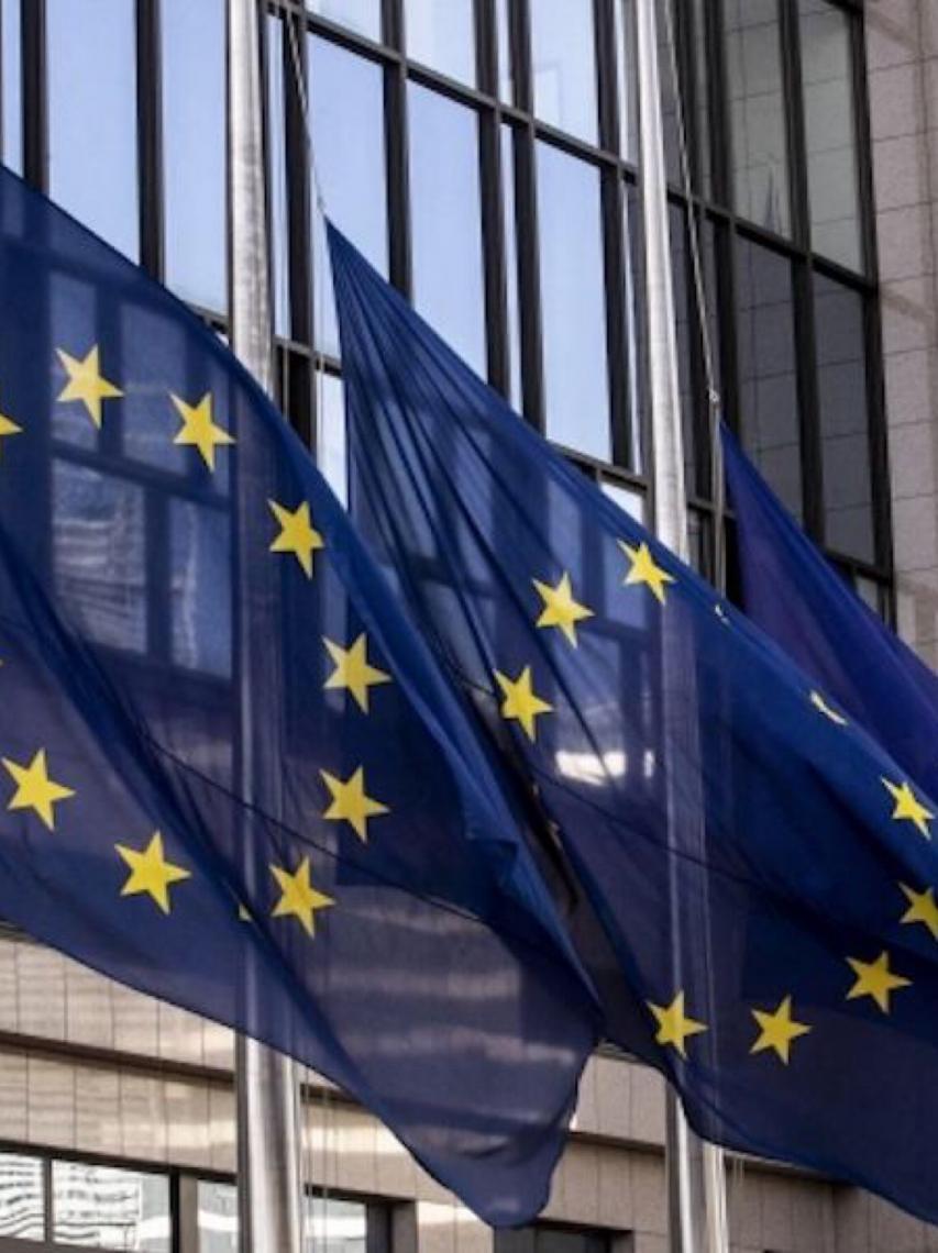 UE suspende restrições à entrada de viajantes dos EUA, ante redução da Covid-19