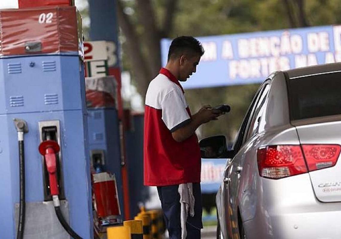 Em carta, 20 governadores desmentem Bolsonaro sobre aumento do ICMS do combustível