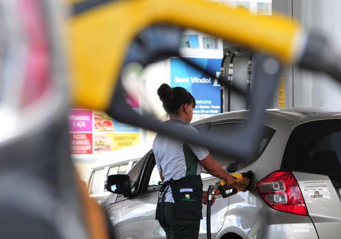 Carga tributária sobre combustíveis no DF será reduzida pelos próximos três anos