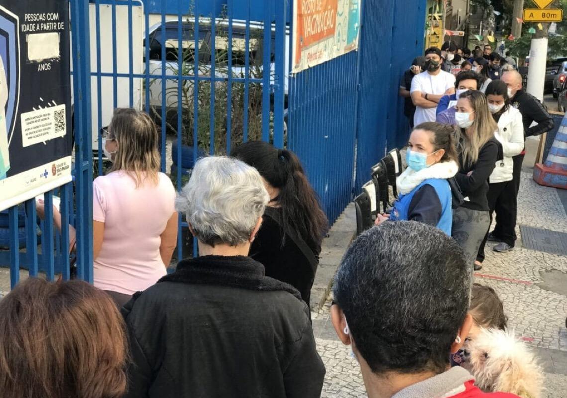 'Ainda há quem defenda o absurdo', diz médico brasileiro sobre grupos e governantes antivacinas