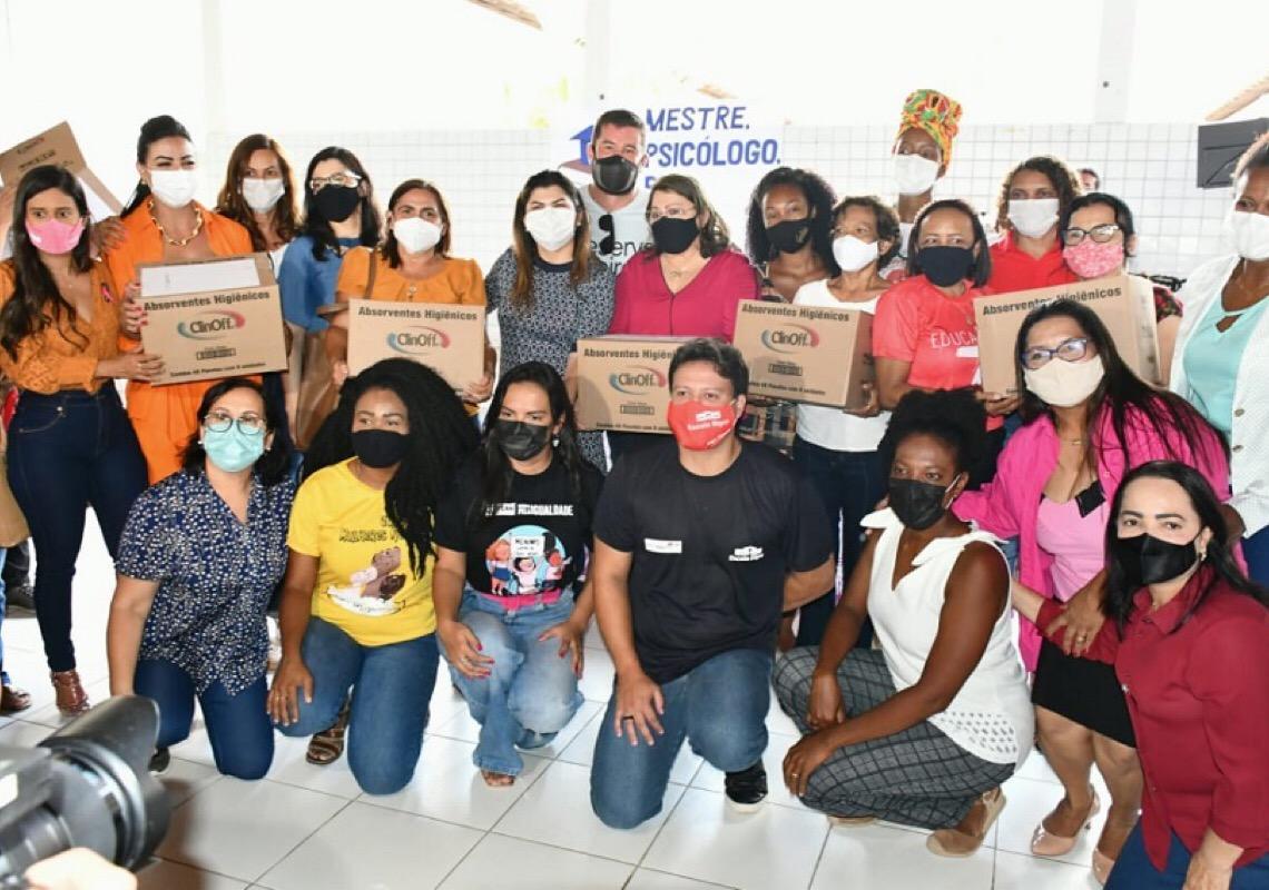 Vetada por Bolsonaro, distribuição de absorventes é adotada por 13 estados e DF