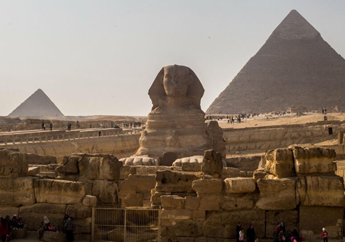 Cabeças de carneiro gigantes em pedra são descobertas em Luxor, no Egito